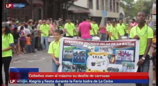 Ceibeños viven al máximo su desfile de carrozas